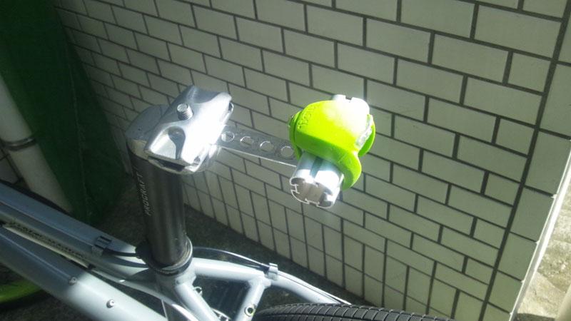 自転車 リアライト サドルに固定